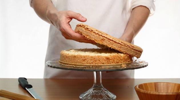 como-cortar-bolo-ao-meio-para-rechear